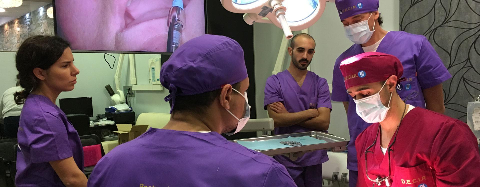 Especialista Universitario en Implantología Clínica, Periodoncia Quirúrgica y Regeneración 'D.E.C.I.R.'